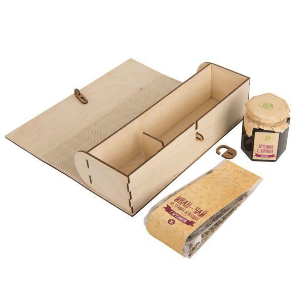 Набор Брусничный с логотипом в коробке